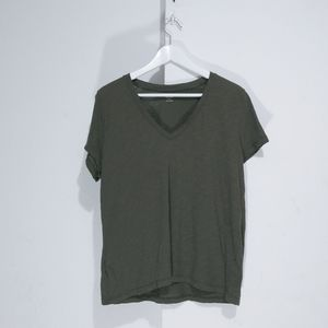 4/$25Madewell olive green v neck tshirt Excellent